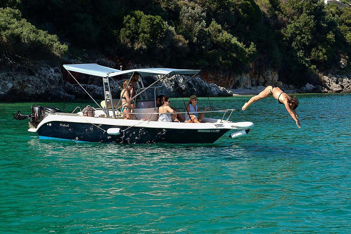 Αποτέλεσμα εικόνας για rent a boat in corfu